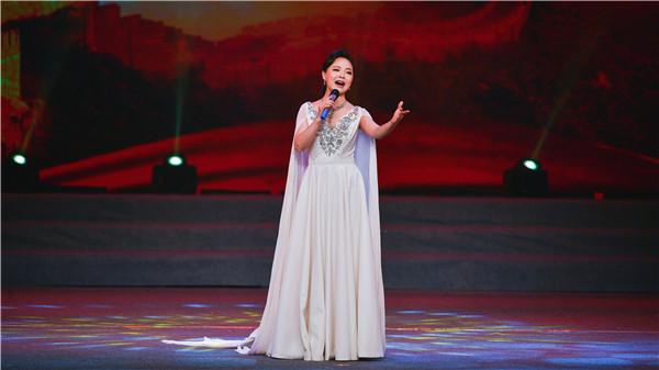 3歌曲《绒花》演唱:刘雅进(湖北省第五届最美文艺志愿者、青年歌手)